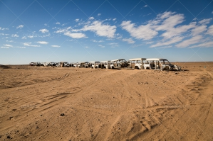 A-Line-Of-Abandoned-Cars-In-The-Sahara-Desert-4-Emma-Brown
