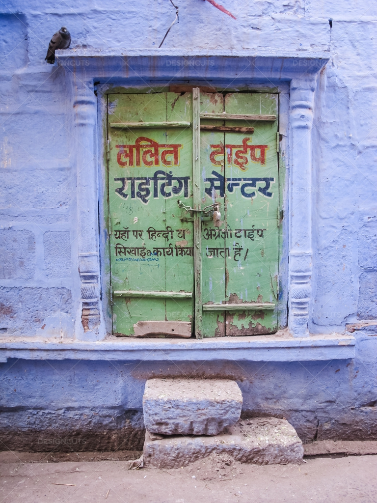 Hindi-Writing-On-A-Doorway-In-Jodhpur-Emma-Brown